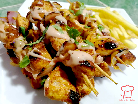 CHICKEN SKEWERS WITH CHILLI MAYO DIP